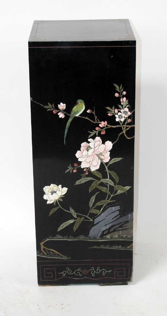 Oriental motif exhibition pedestal