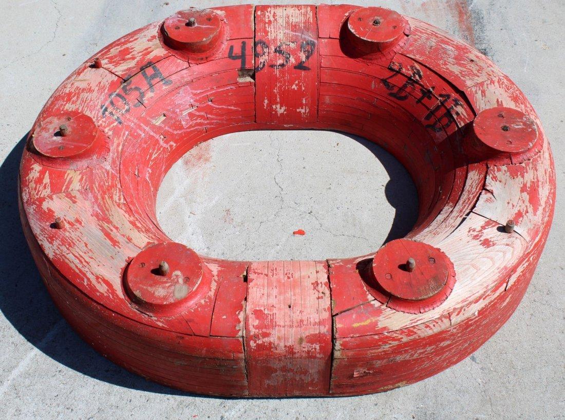 Oval life ring mold plug