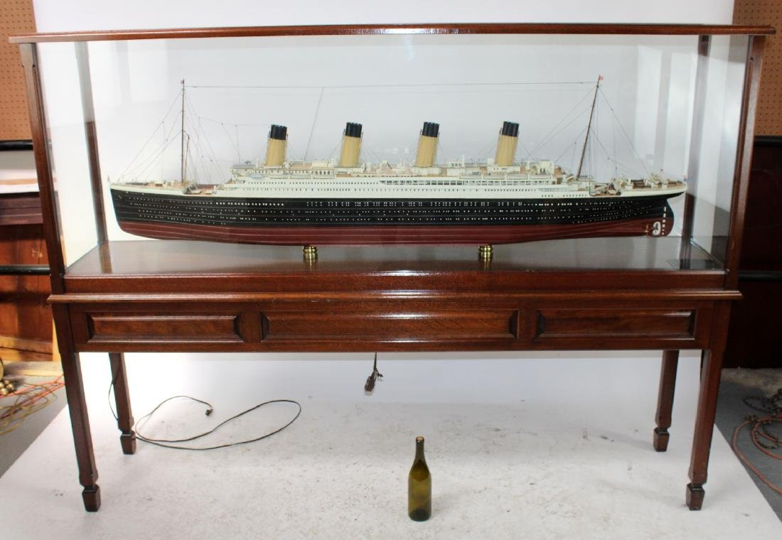 Large scale Titanic model in display case - 2