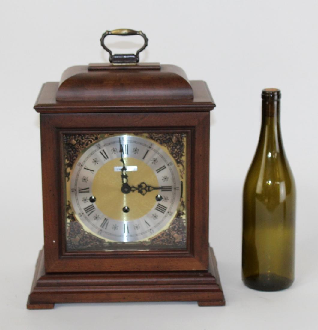 Howard Miller oak cased mantel clock - 2