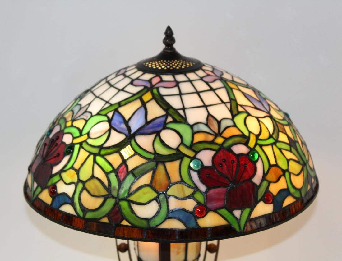Floral motif stained glass table lamp - 3