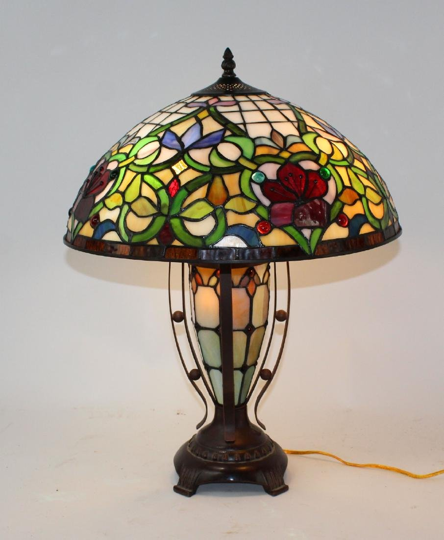 Floral motif stained glass table lamp - 4