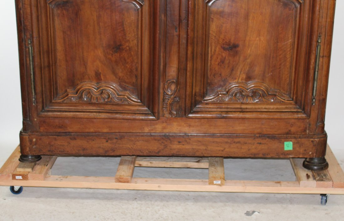 French Lyonnais 18th century armoire - 3