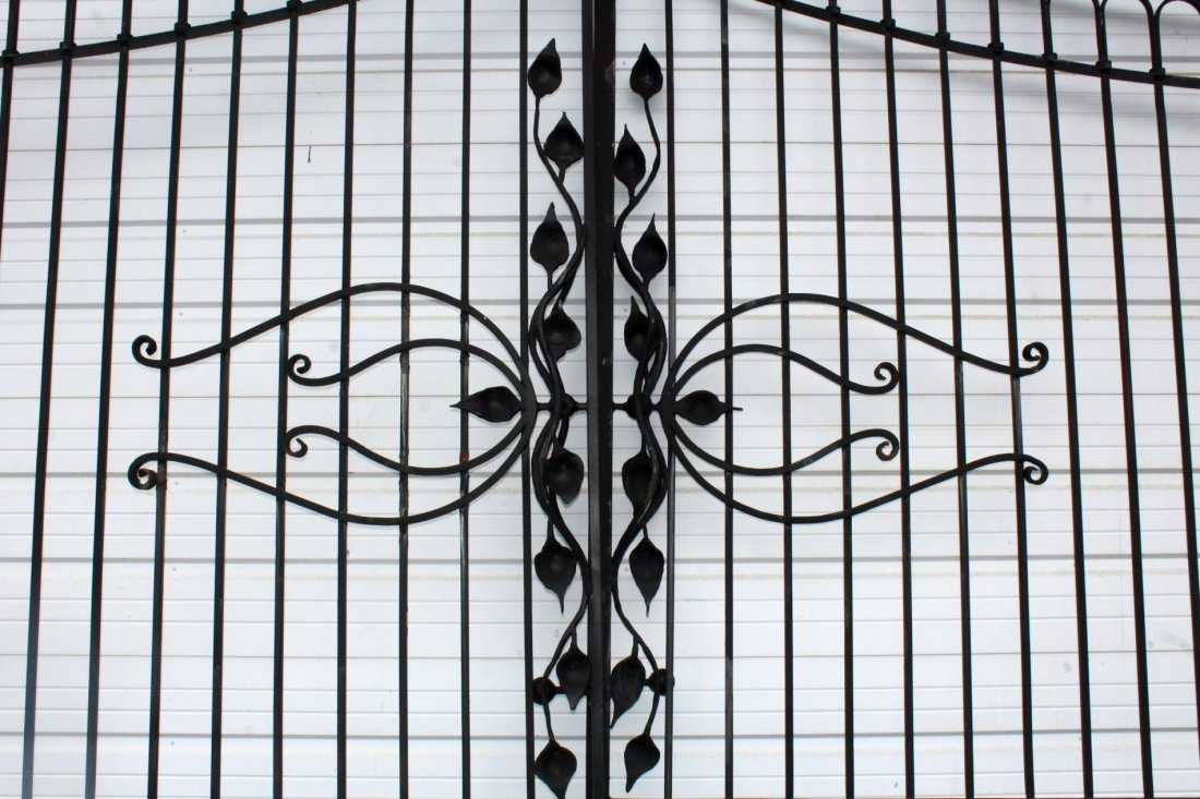 Pair of Art Nouveau style wrought iron driveway gates - 3