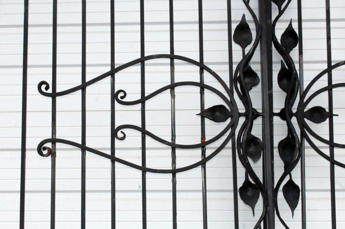 Pair of Art Nouveau style wrought iron driveway gates - 4