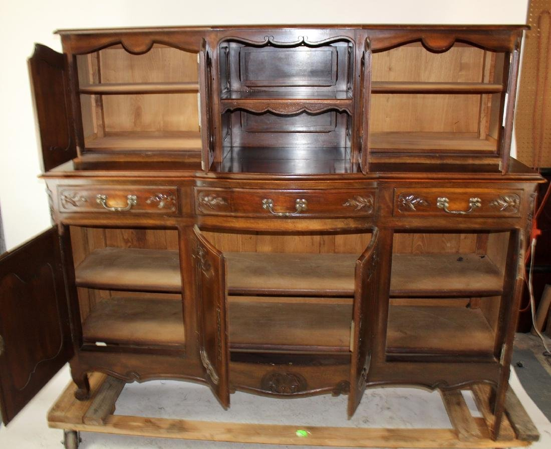 French Provincial buffet in walnut - 8