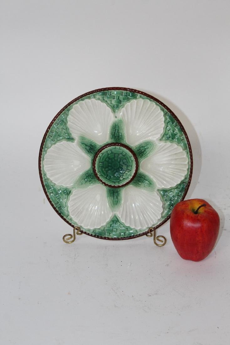 Set of 8 French Majolica glazed oyster plates - 2