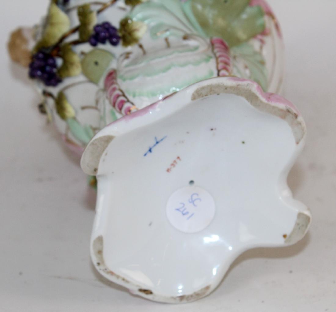 Italian porcelain vase with cherubs - 2