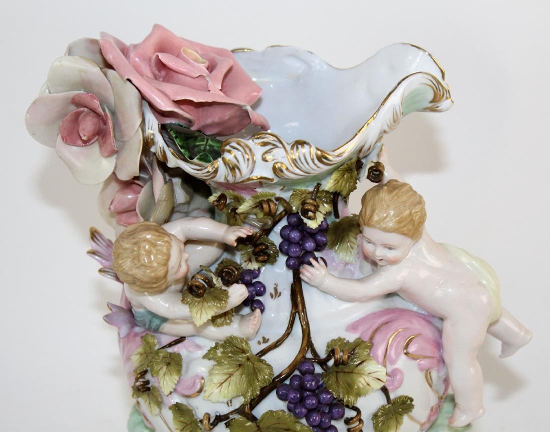 Italian porcelain vase with cherubs - 4