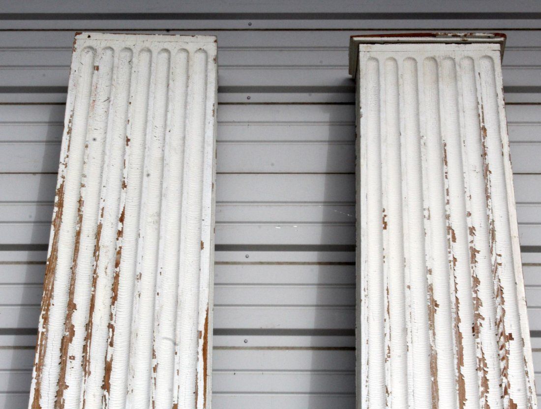Pair of painted fluted pilasters - 3