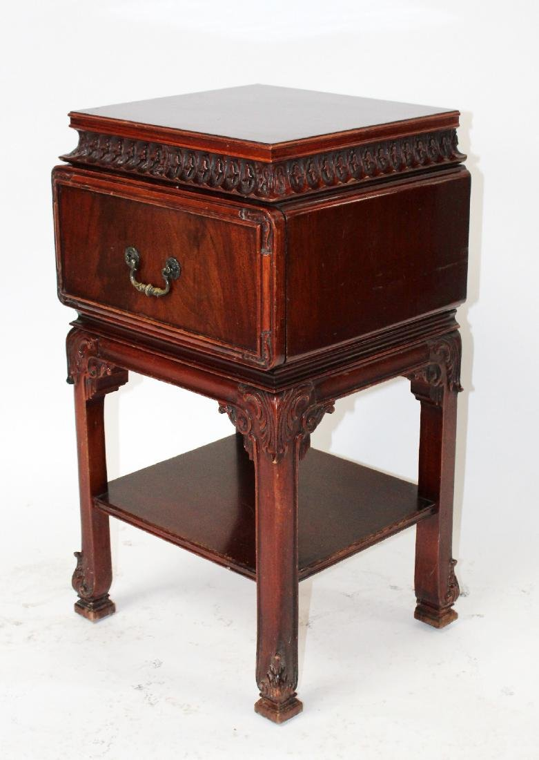 Chinese Chippendale nightstand in mahogany - 5