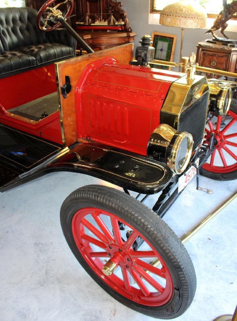 1914 Ford model T roadster in red - 2