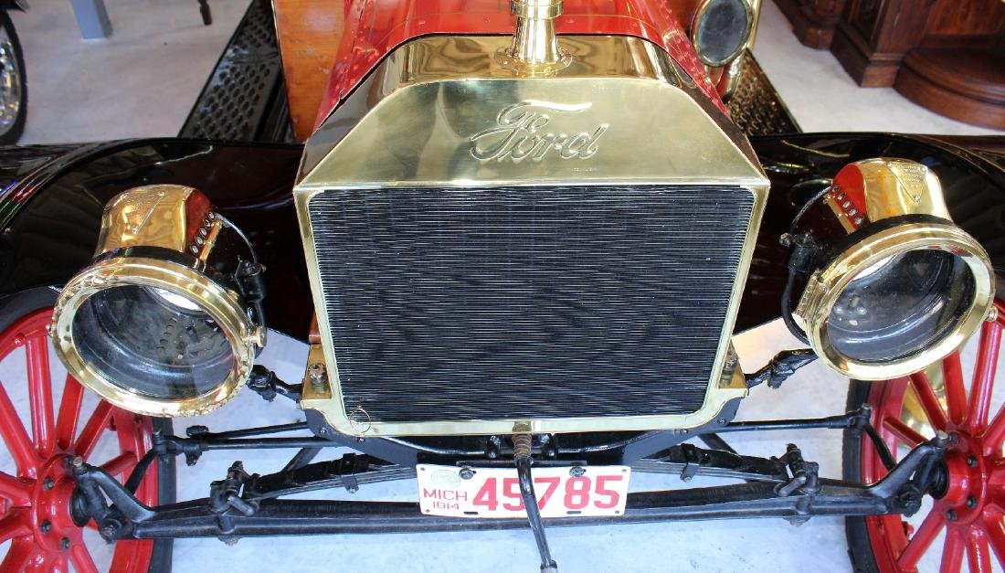 1914 Ford model T roadster in red - 3
