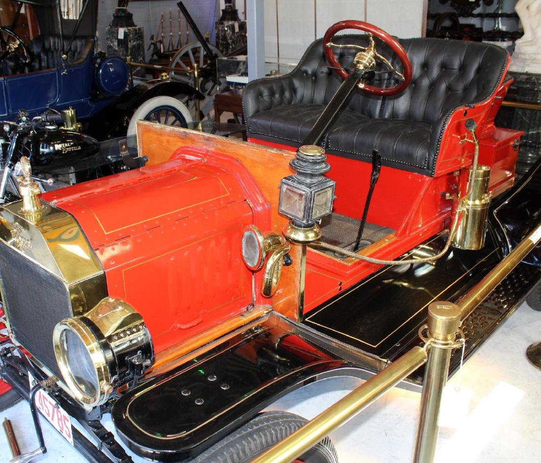 1914 Ford model T roadster in red - 4