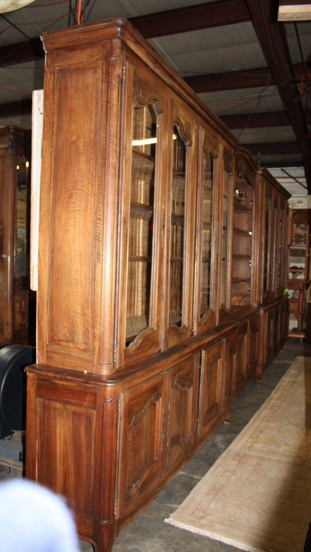 Monumental French Louis XV bookcase with glass doors - 3