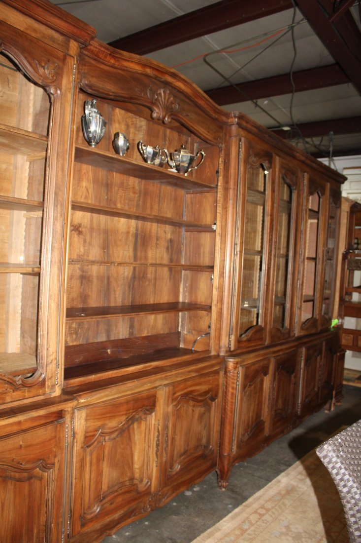 Monumental French Louis XV bookcase with glass doors - 4