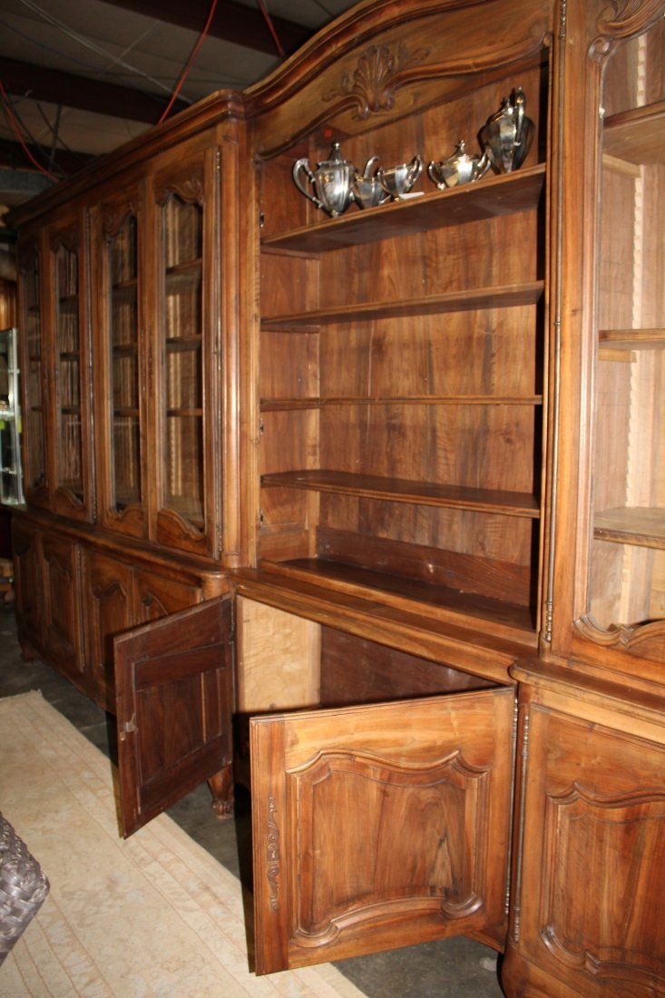 Monumental French Louis XV bookcase with glass doors - 7