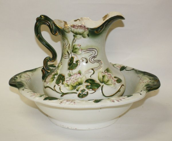 17: Waterlily pitcher and basin set in crackle finish
