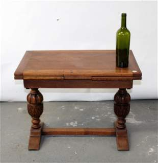 English drawleaf coffee table with barrel legs