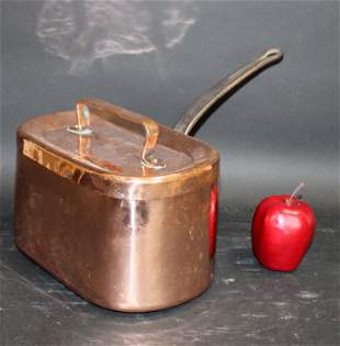Antique French copper daubiere with handle