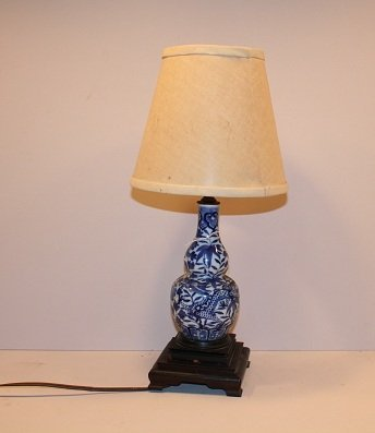 17: Blue and white porcelain table lamp on wood base