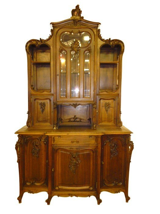 137: 19th c. French Louis XV buffet in walnut with