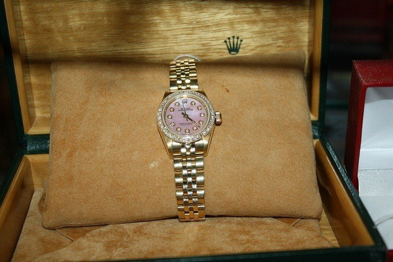 152A: Rolex 14kt y/g watch with boutique jubilee