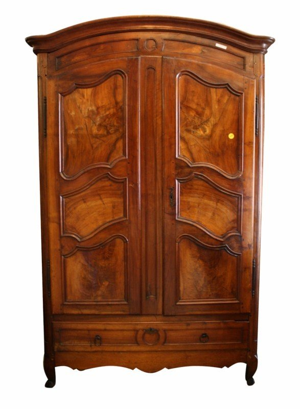 69: Late 18th century French dometop armoire in walnut - 2