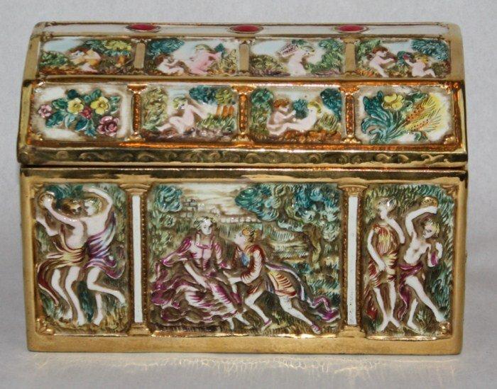 15: Capo de monte porcelain box