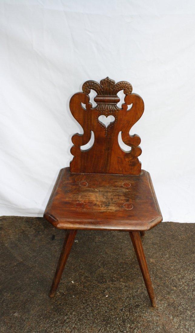 8A: French antique carved walnut fleur de lys hallchair