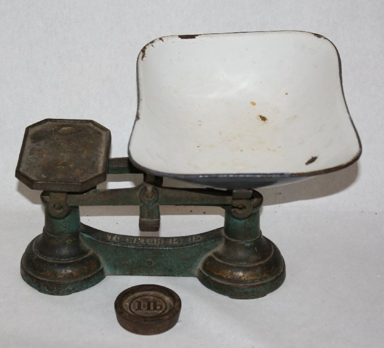 Antique American baby scale weighs up to 14lbs