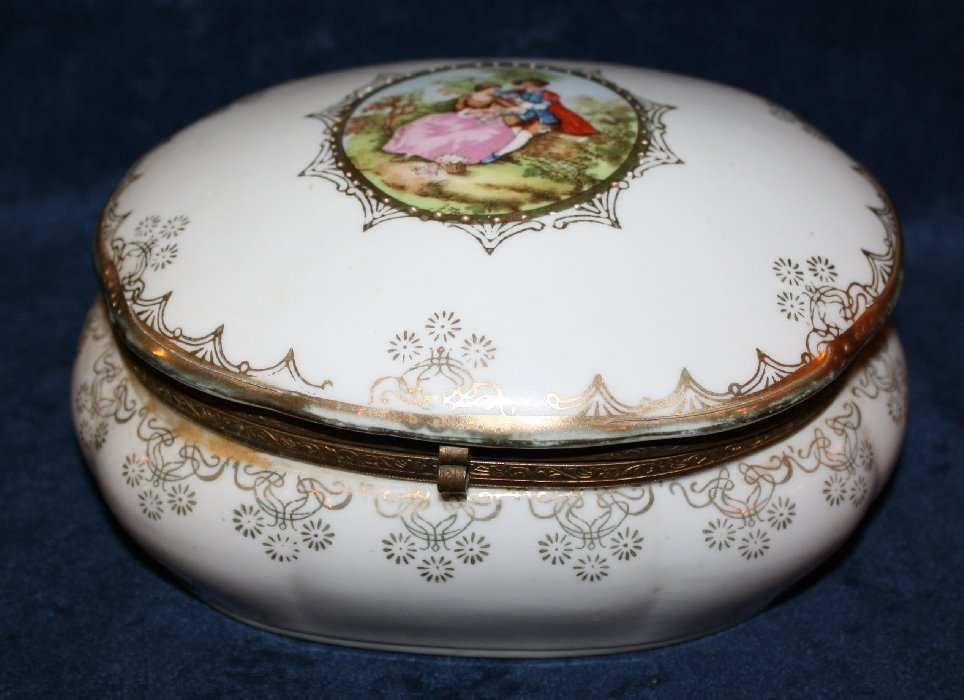 Dresden painted porcelain lidded box