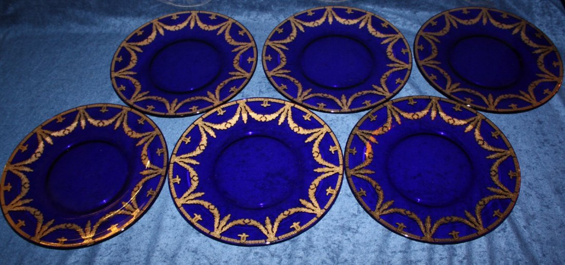 Lot of 6 cobalt glass dinner plates decorated with gold