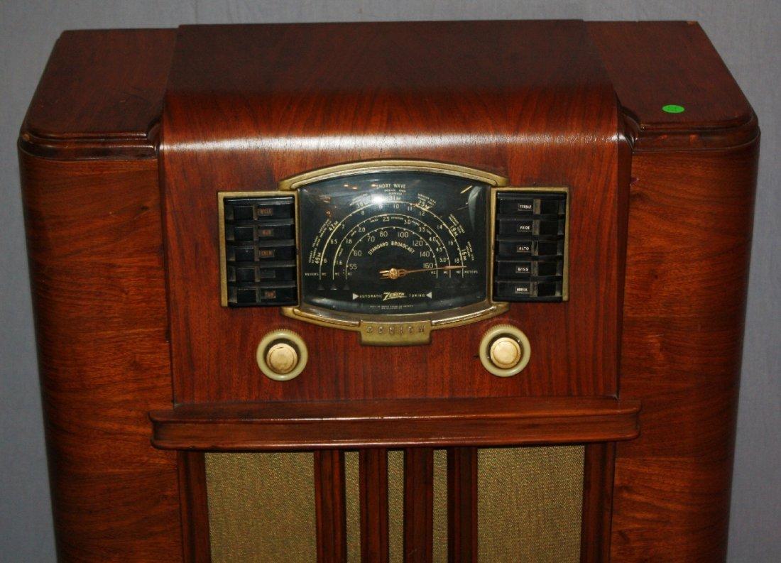 1930's Zenith radio in Art Deco cabinet - 2