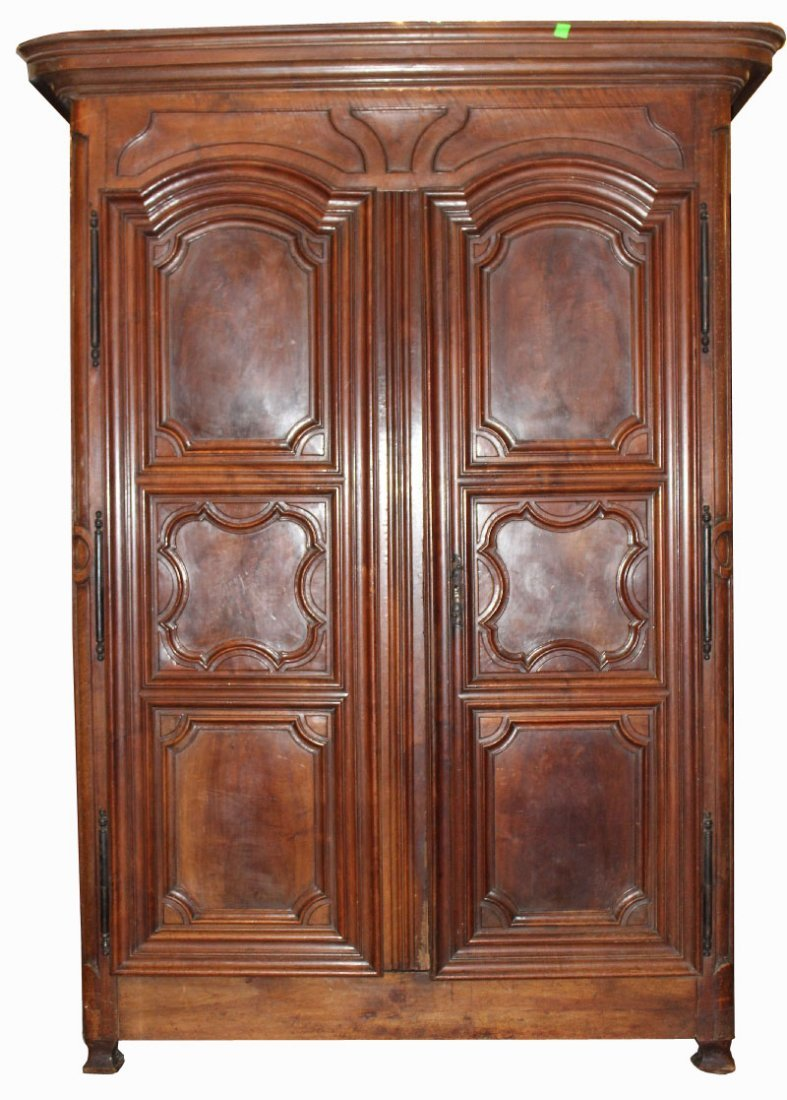 Grand scale Lyonnaise armoire in walnut
