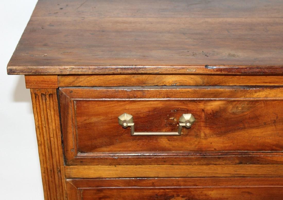 Louis XVI 3 drawer commode in walnut - 3