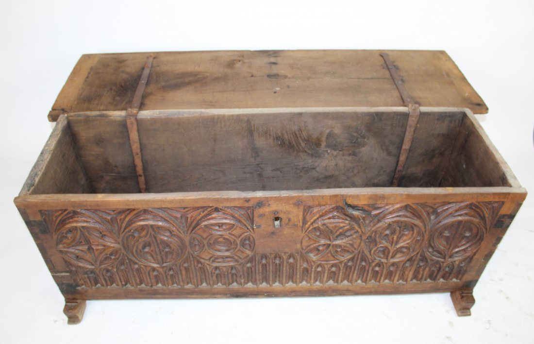 French Gothic trunk in carved walnut - 3