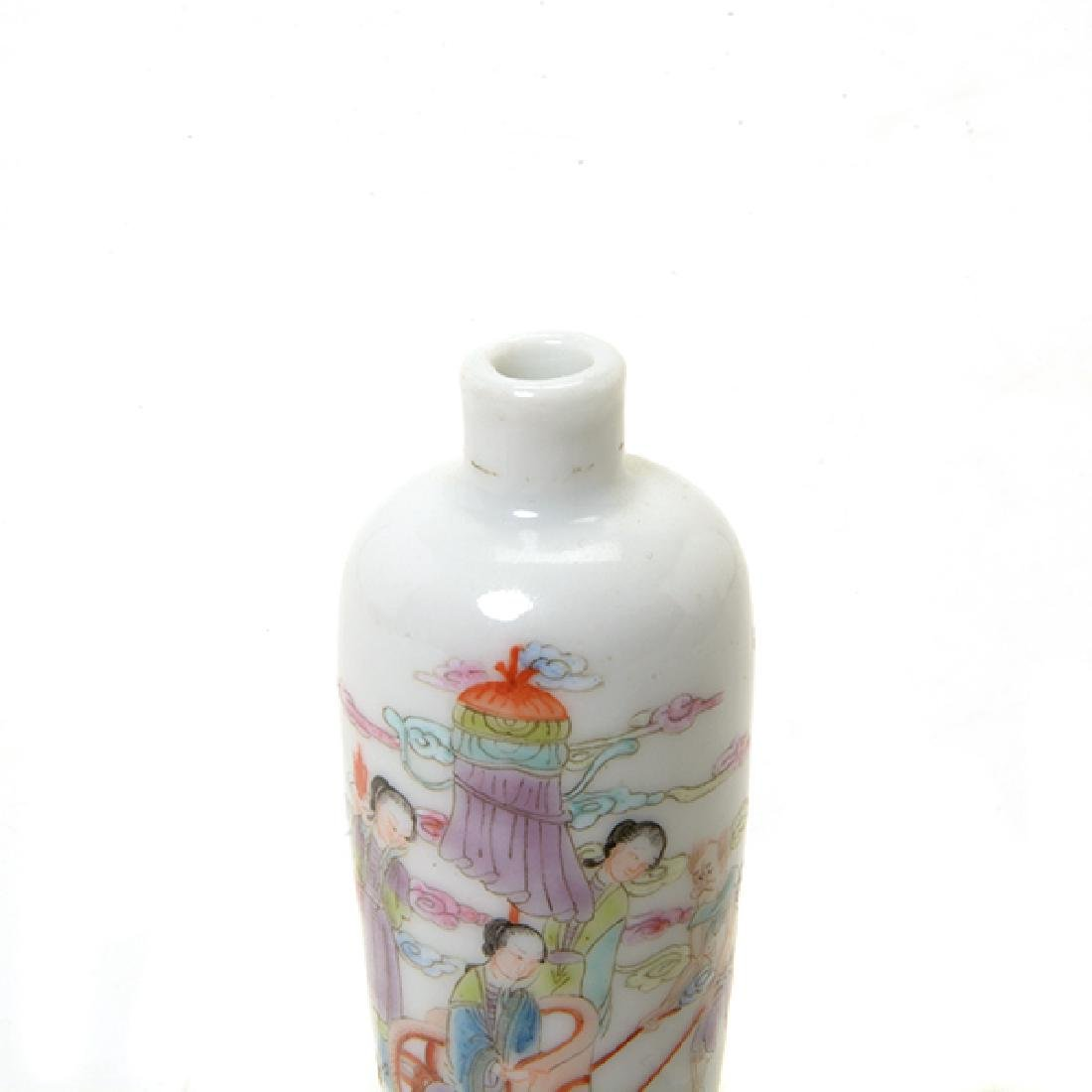 A Famille Rose Porcelain Snuff Bottle - 2