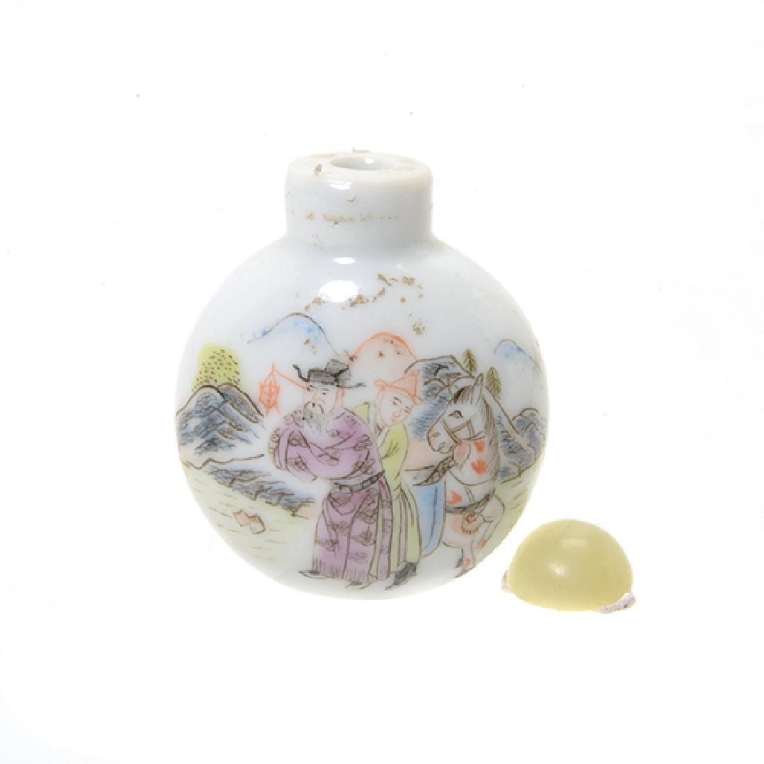 A Famille Rose Porcelain Snuff Bottle - 4