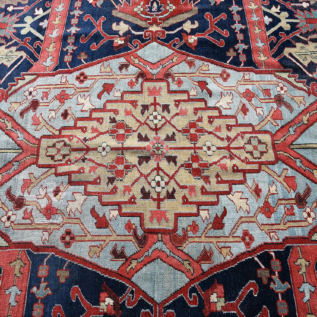 Palatial Serapi Carpet, Early 20th Century - 4