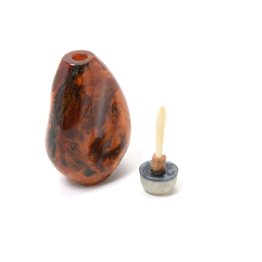 Two Pebble Form Root Amber Snuff Bottles, 19th C - 5
