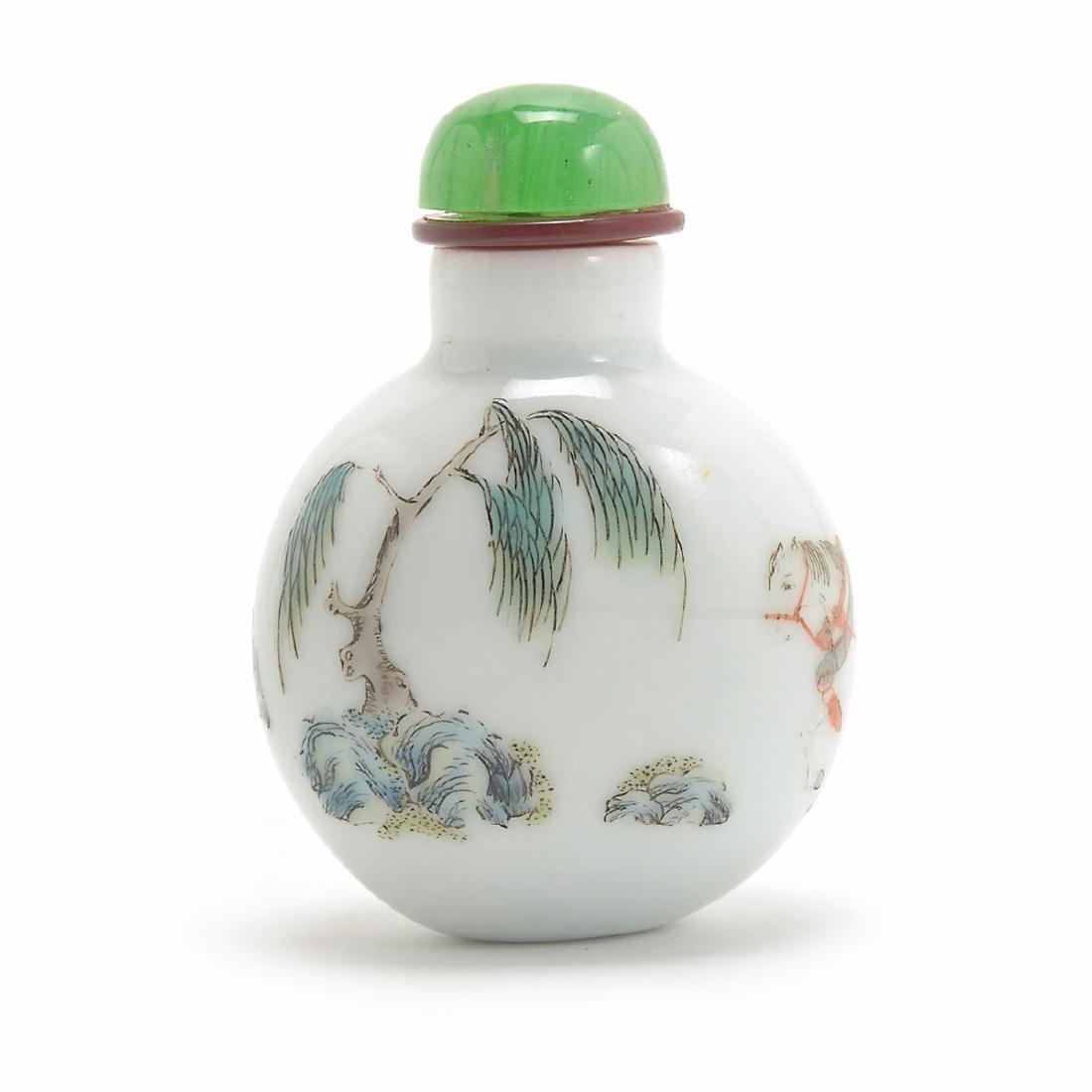 Famille Rose Figural Porcelain Snuff Bottle, Daoguang - 2