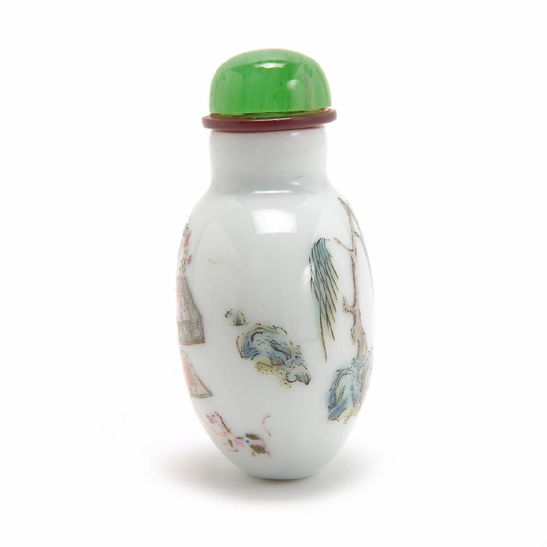 Famille Rose Figural Porcelain Snuff Bottle, Daoguang - 4