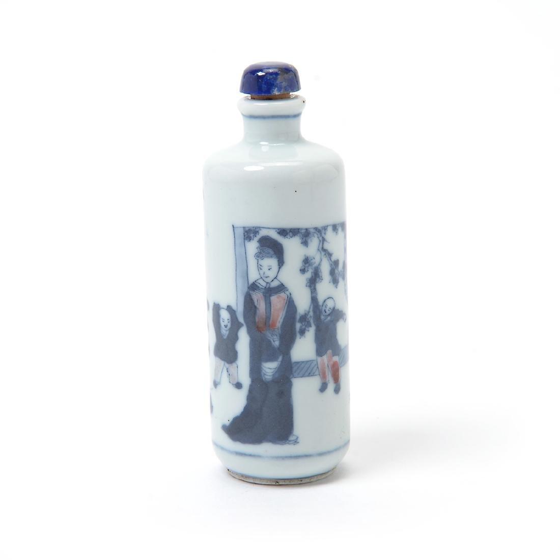 Three Underglaze Blue Porcelain Snuff Bottles, 19th C - 4