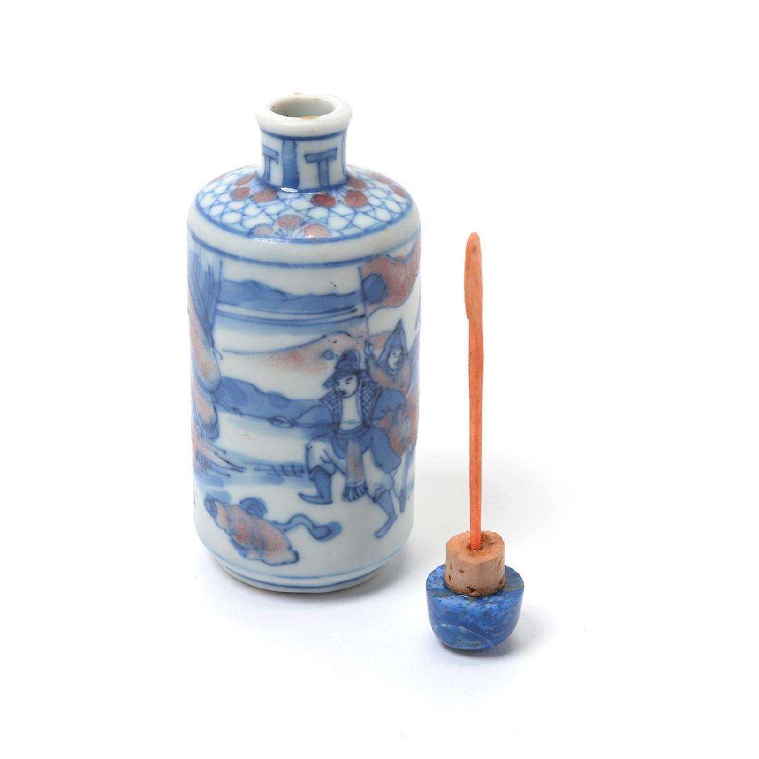 Three Underglaze Blue Porcelain Snuff Bottles, 19th C - 8