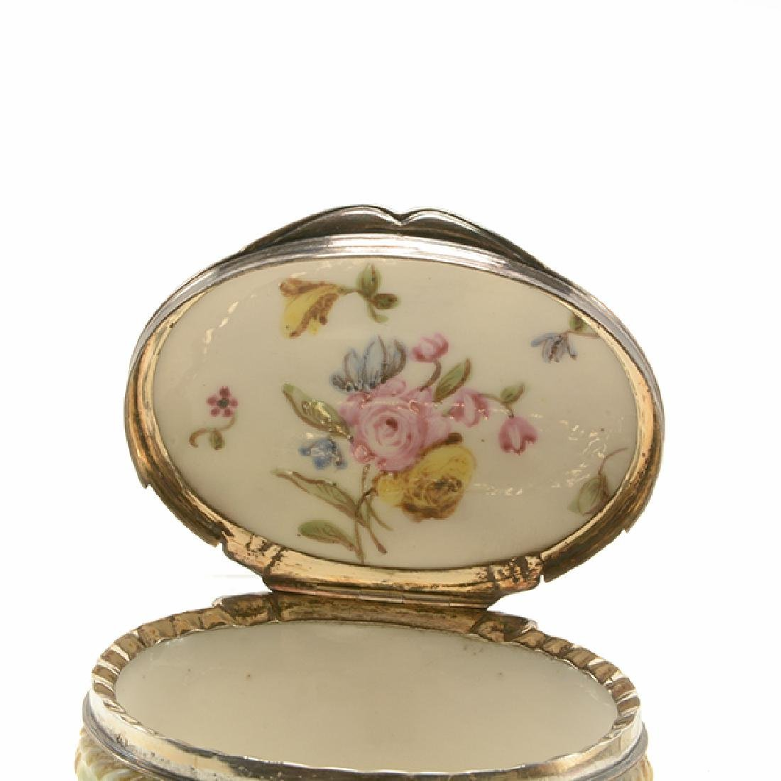 French Mennecy Silver Mounted Porcelain Snuff Box - 5
