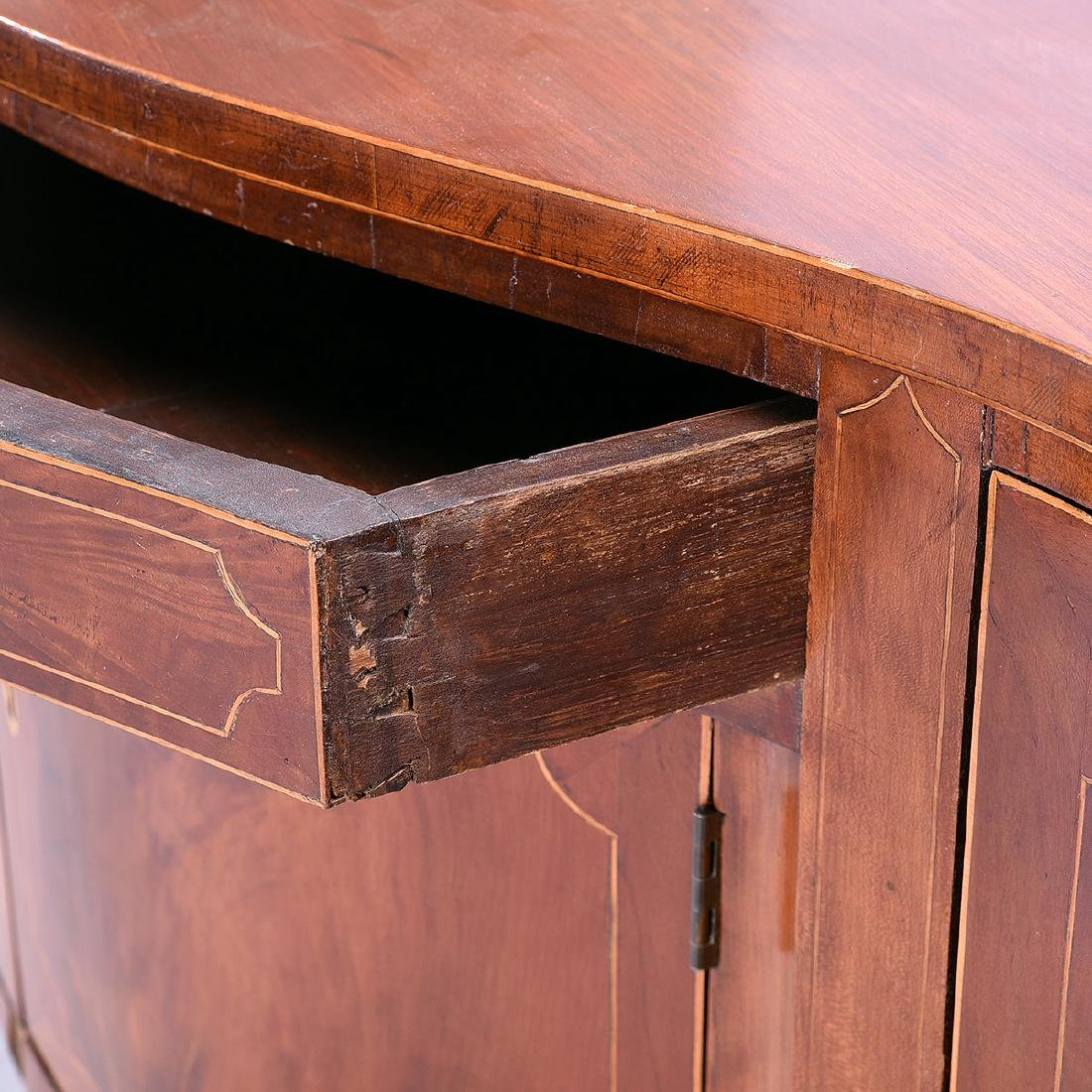 Federal Inlay Mahogany Serpentine Sideboard, New York - 4