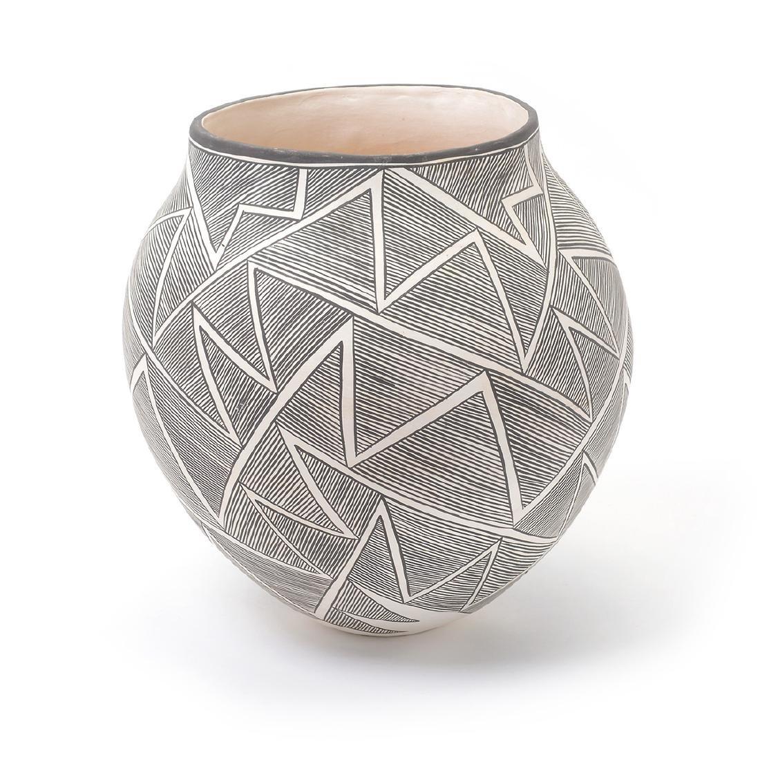 Acoma Geometric Vase with Lightning, B.Goncho, NM