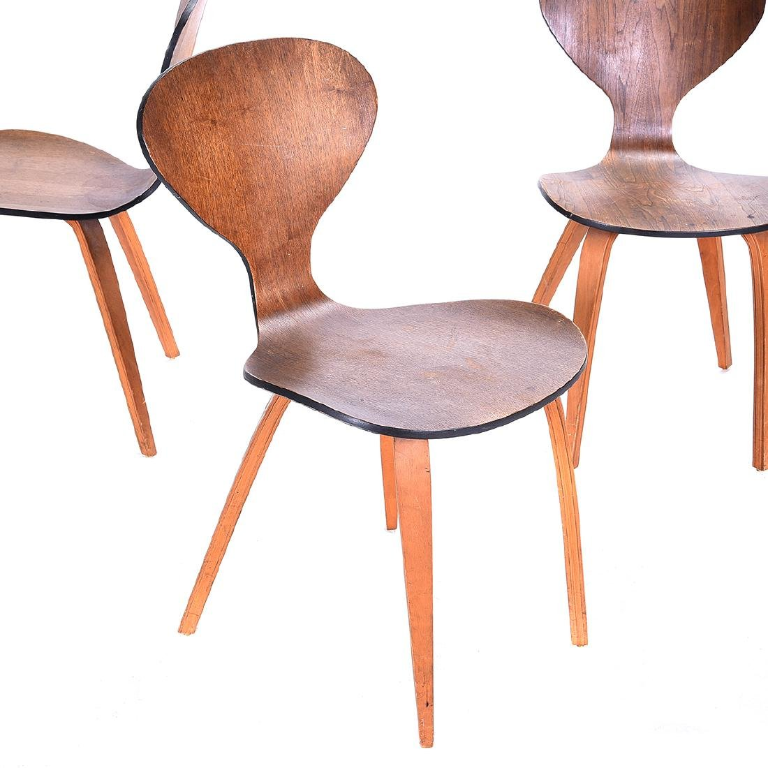 Four Arne Jacobsen Series Seven Chairs. - 2
