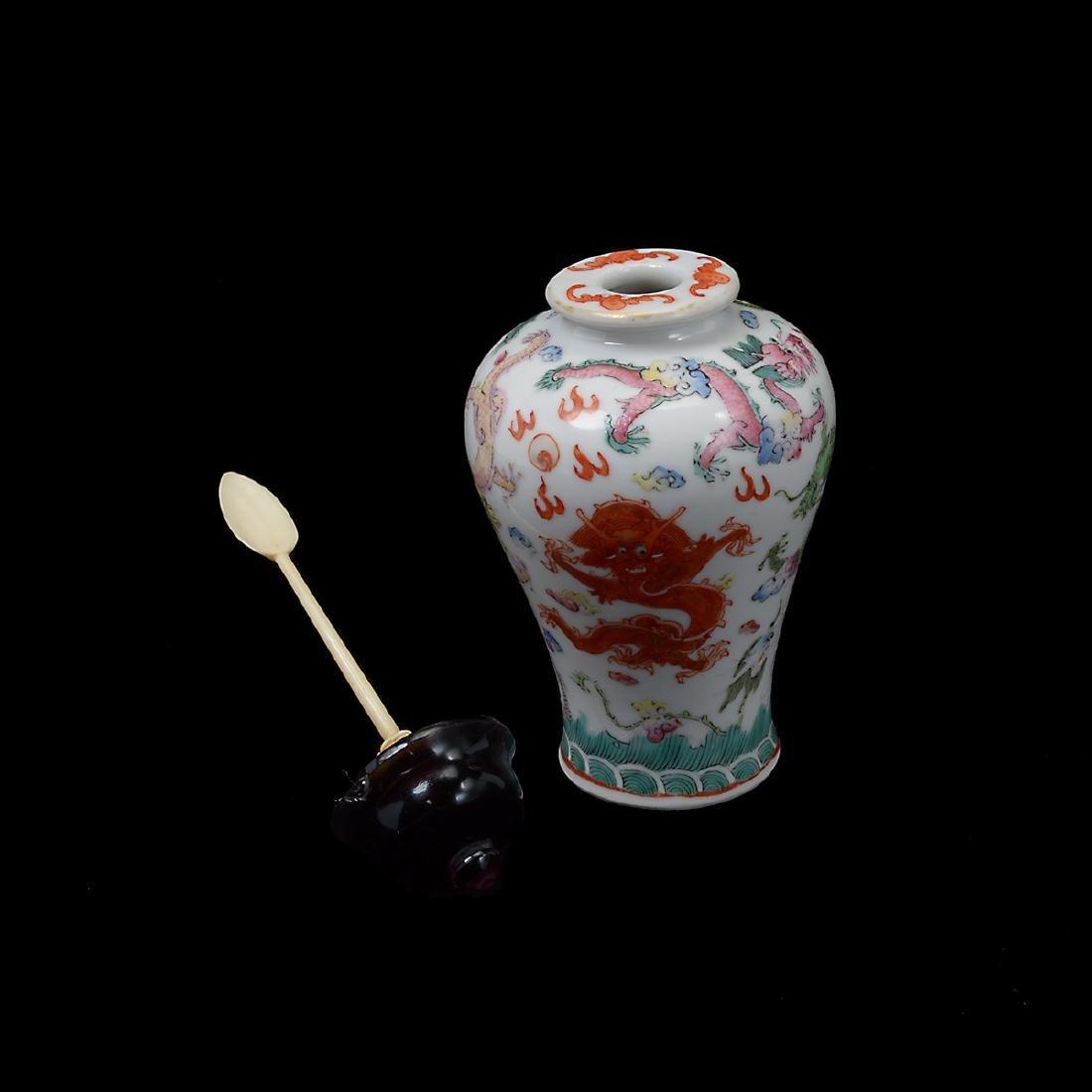 Famille Rose 'Dragon' Snuff Bottle, 19th Century - 3